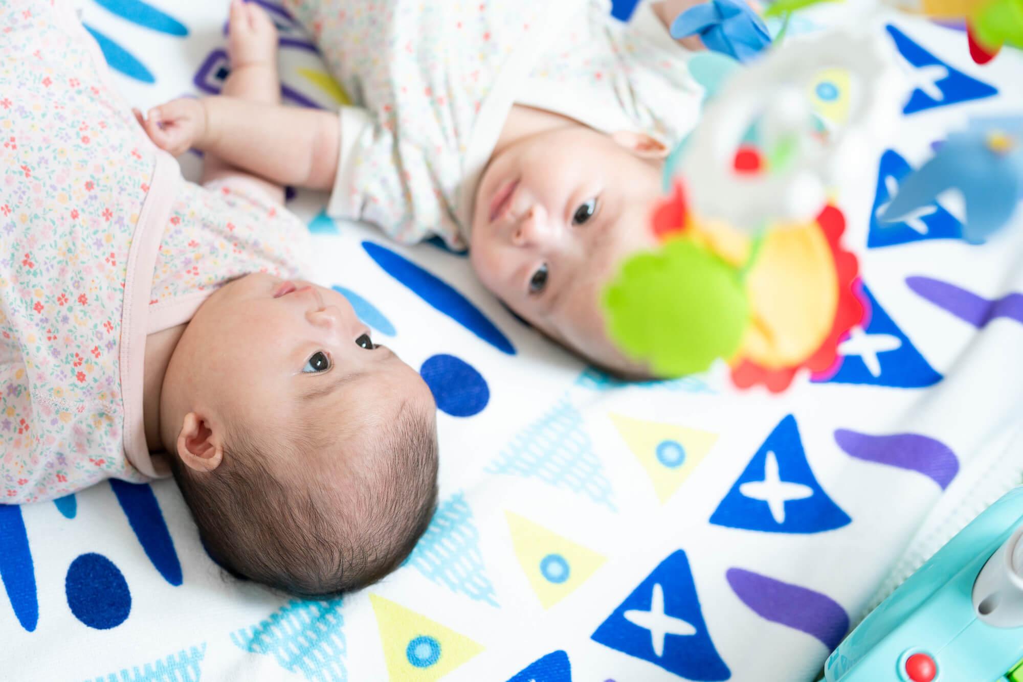 双子の育児を乗り切るコツは?
