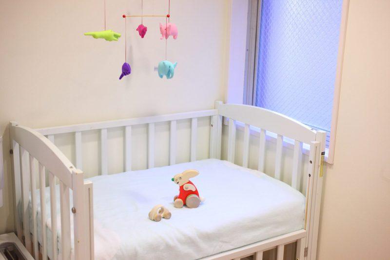赤ちゃんベッドを部屋に置く必要性は?