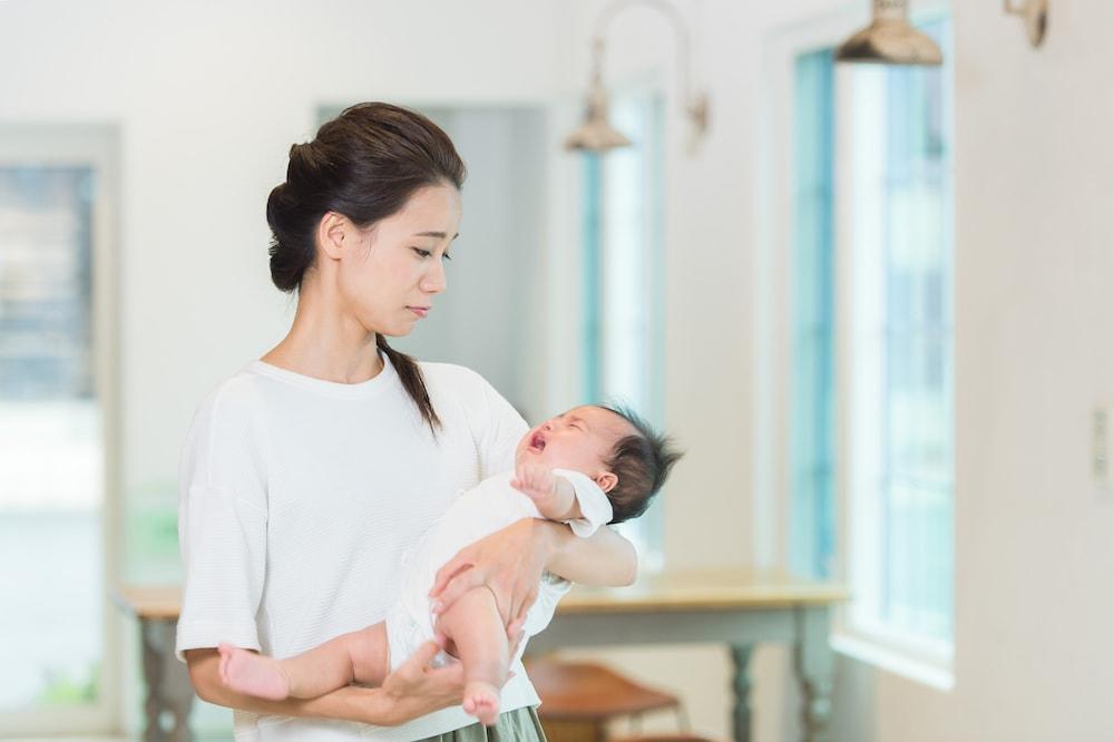 【3ヶ月】赤ちゃんが泣くのは黄昏泣き?