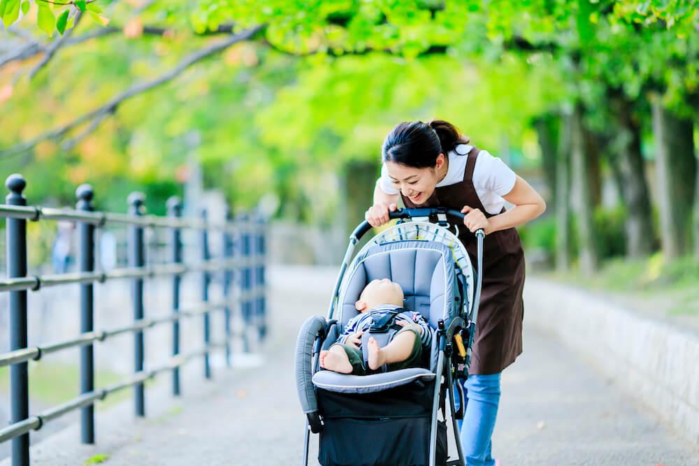 【月齢別】赤ちゃんのお散歩の楽しみ方