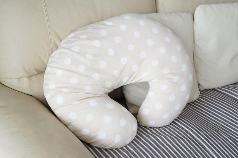 新生児の授乳クッション使用時の注意点