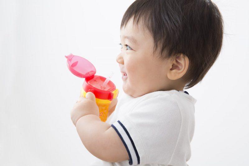 赤ちゃんの成長と麦茶での水分補給