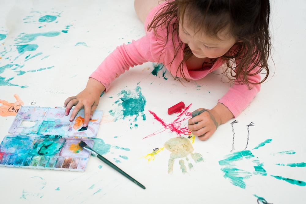0歳児から楽しめる絵の具遊び3選