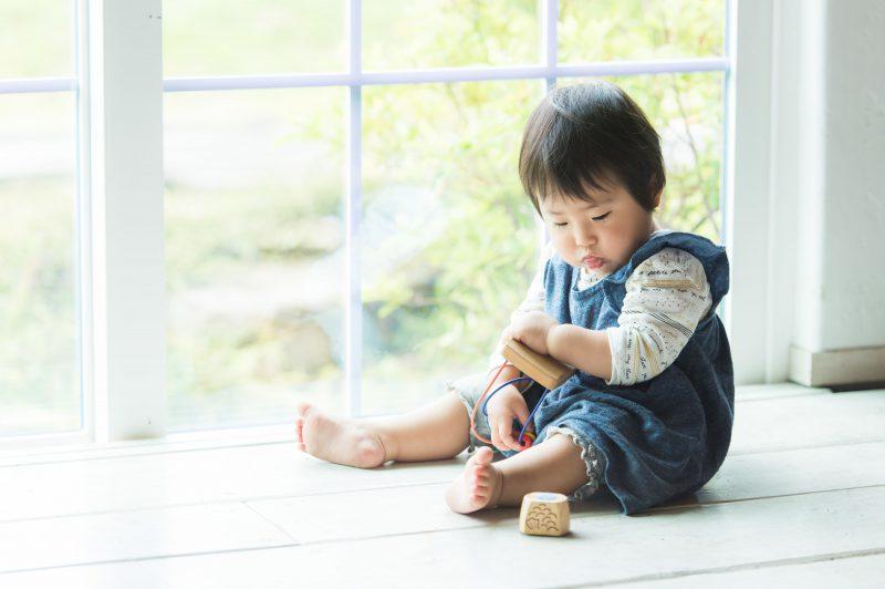赤ちゃんのひとり遊びの重要性