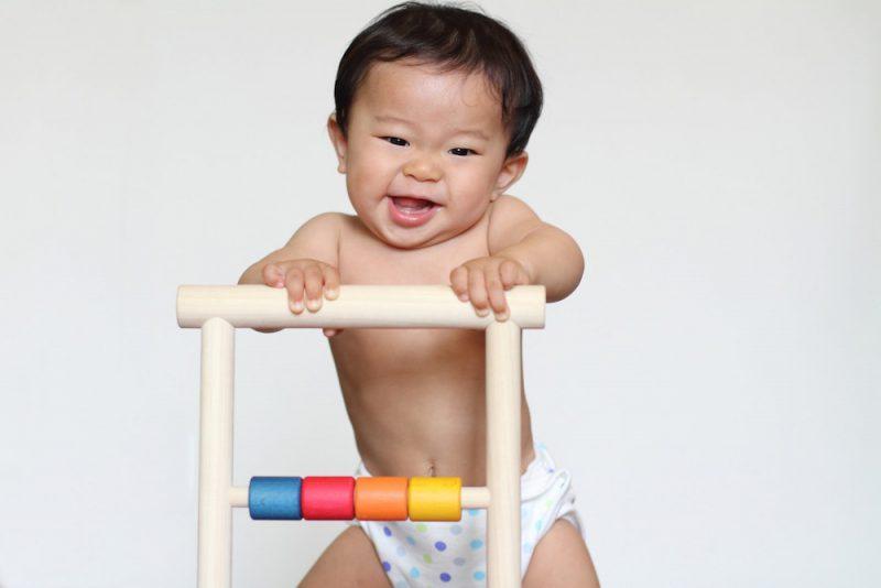 つかまり立ちを始める赤ちゃんにおすすめのおもちゃ