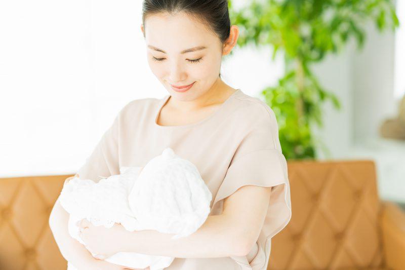 新生児の抱っこのポイント