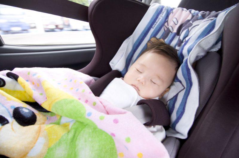 新生児のチャイルドシートの選び方