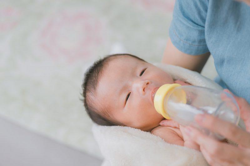 月齢別赤ちゃんの授乳時間と量