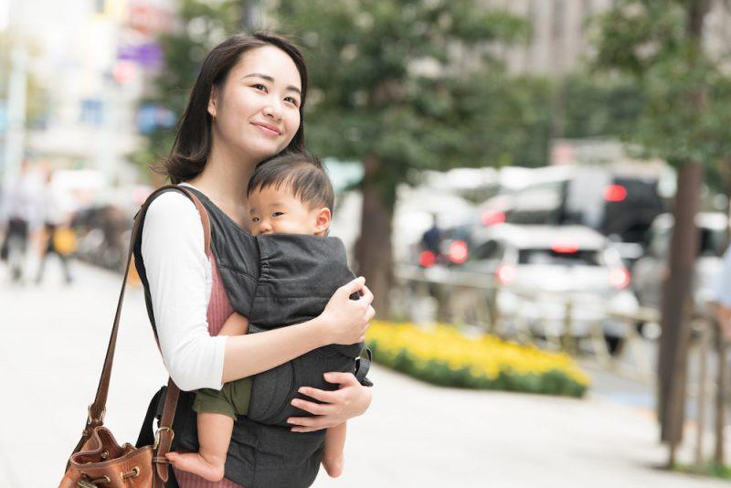 産後の腰痛は抱っこひもの着け方で改善