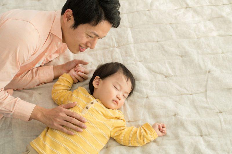 パパが赤ちゃんを寝かしつける時のコツ