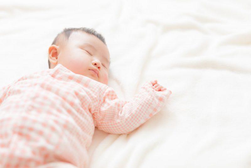 赤ちゃんにもパジャマは必要?選び方は?