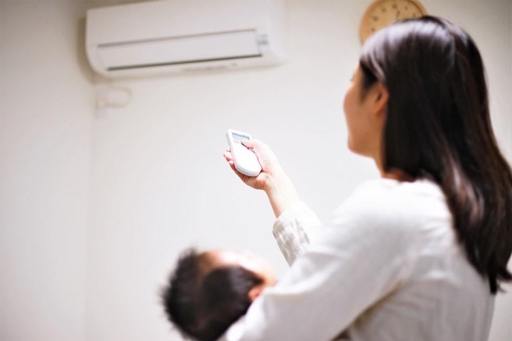 赤ちゃんと過ごす部屋での冷房の使い方