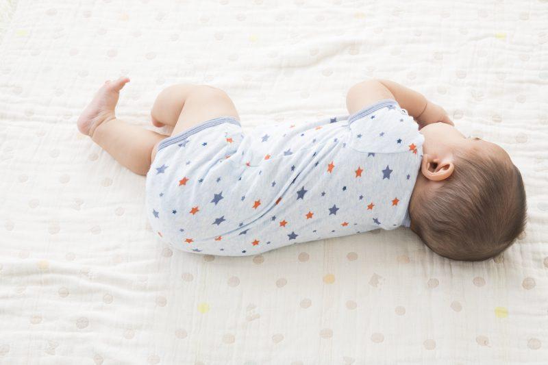 夏場の乳児の背中の湿疹…あせもかも!