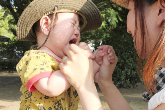 赤ちゃんが帽子を嫌がる時の対処法