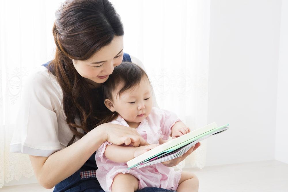 絵本の読み聞かせは赤ちゃんへおすすめ