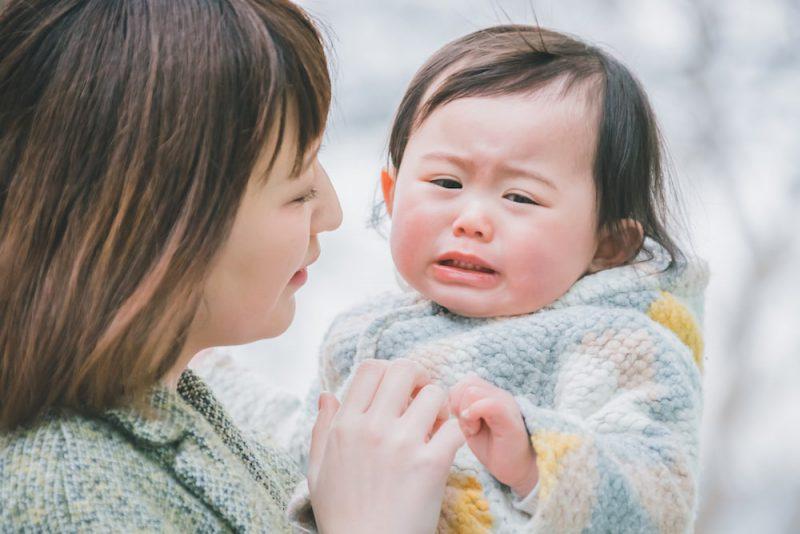 赤ちゃんが人見知りで泣く理由とは