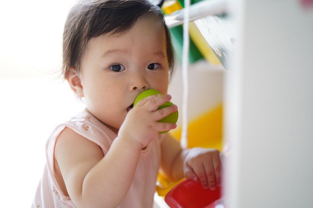 赤ちゃんのお片付けの練習方法