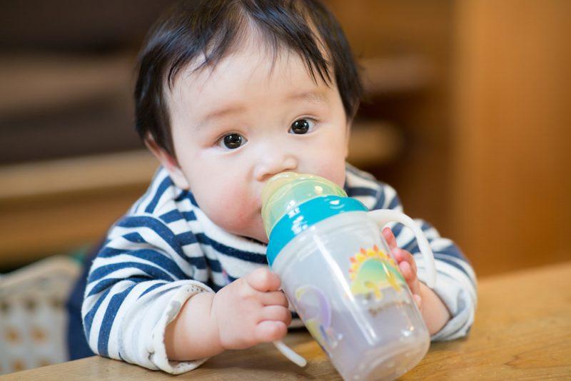 赤ちゃんのコップ練習のポイント