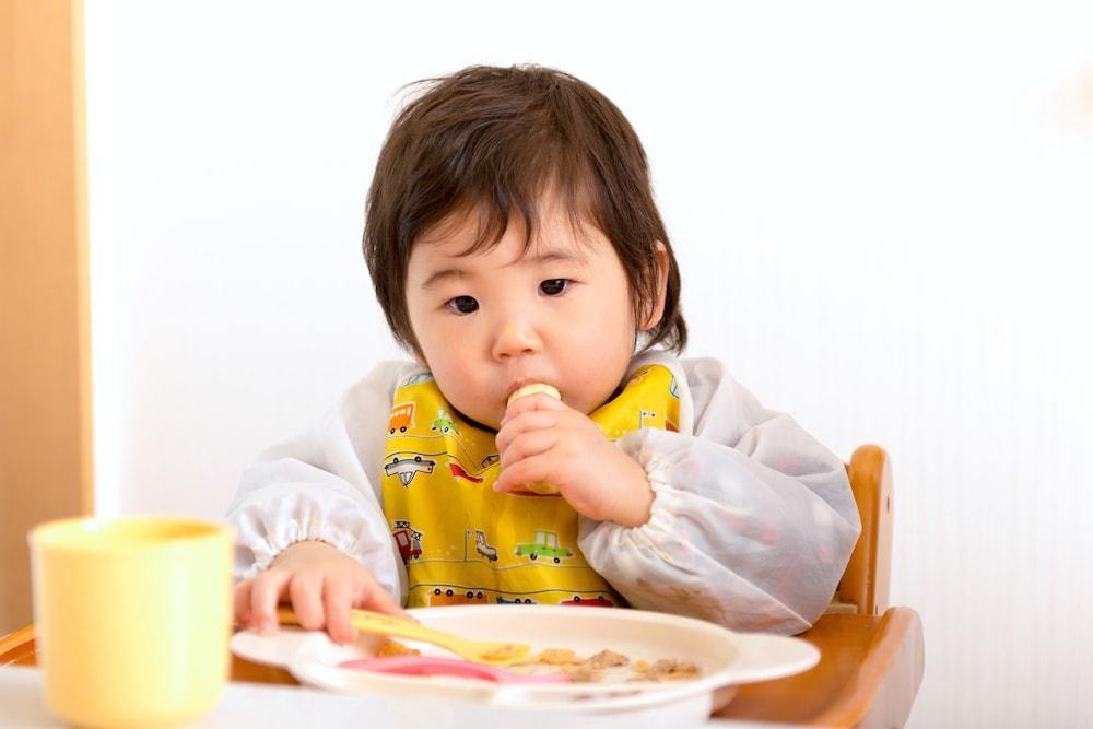 離乳食の手づかみ食べのじょうずな進め方
