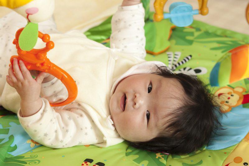 赤ちゃんが喜ぶプレイジム5選(おもちゃ)