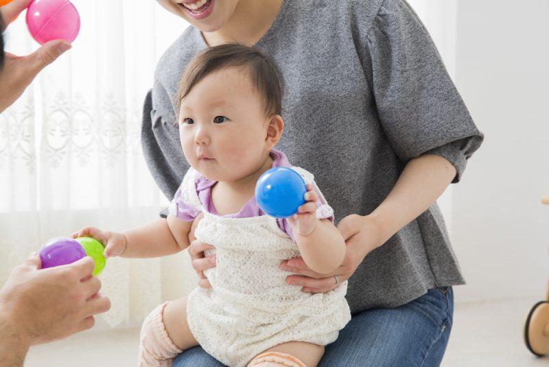 赤ちゃんにボール遊びがおすすめな理由