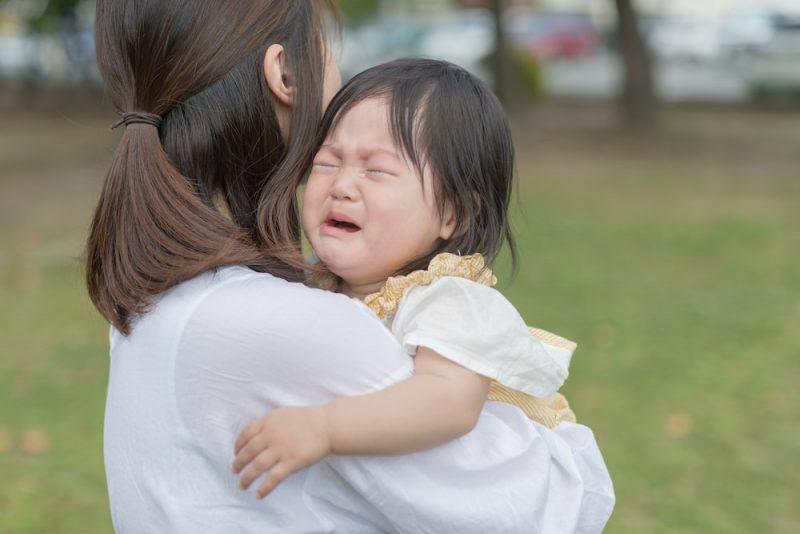 赤ちゃんが人見知りで泣くときの対処法
