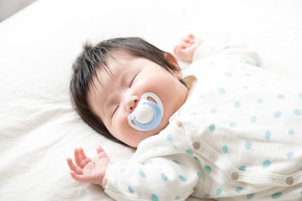 赤ちゃんにおしゃぶりは良い?悪い?