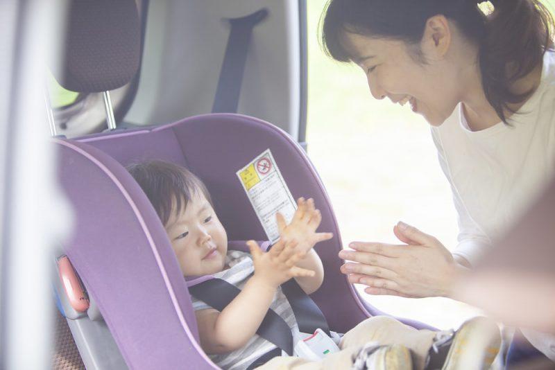 赤ちゃんと車でお出かけする際の注意点