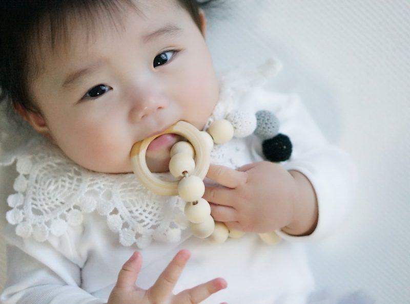 赤ちゃんの歯ぎしりの原因は?