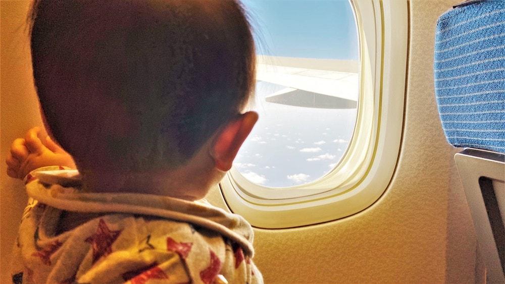赤ちゃんは飛行機に乗っても大丈夫?