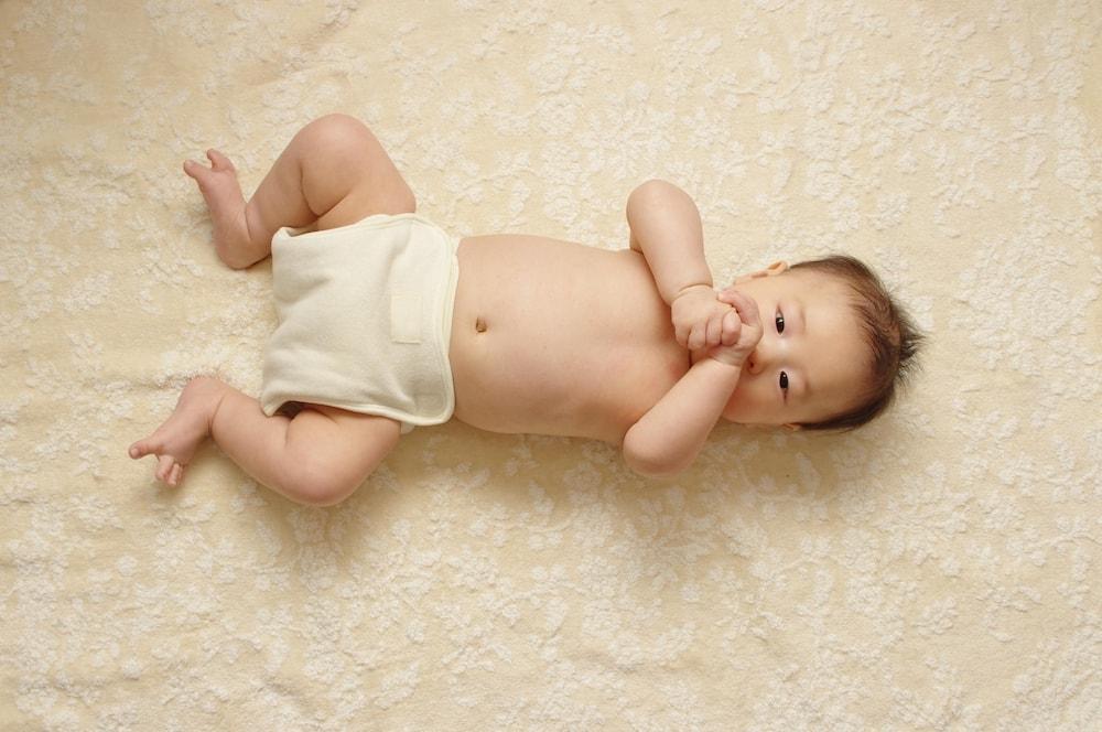 乳幼児のおむつは布と紙どっち?