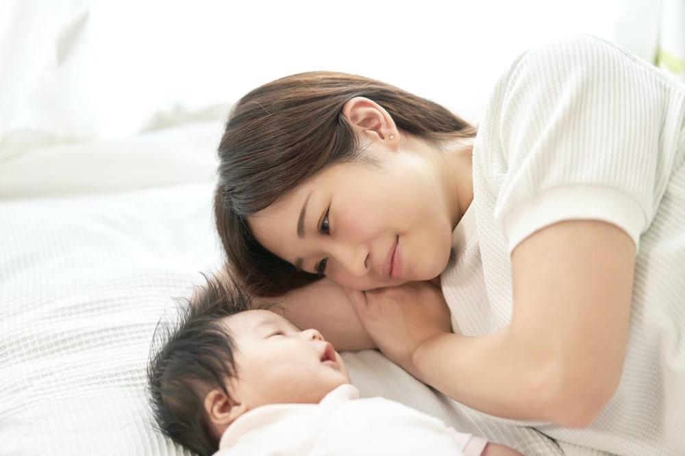 赤ちゃんの添い寝のメリットデメリット