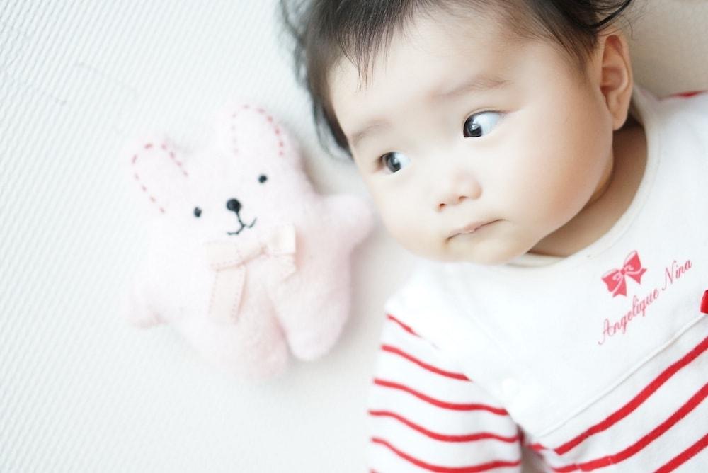 赤ちゃん部屋に安全なおもちゃを