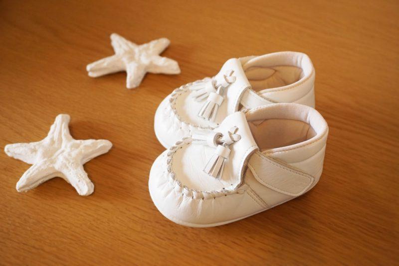 赤ちゃんの最初の靴の選び方と保管方法