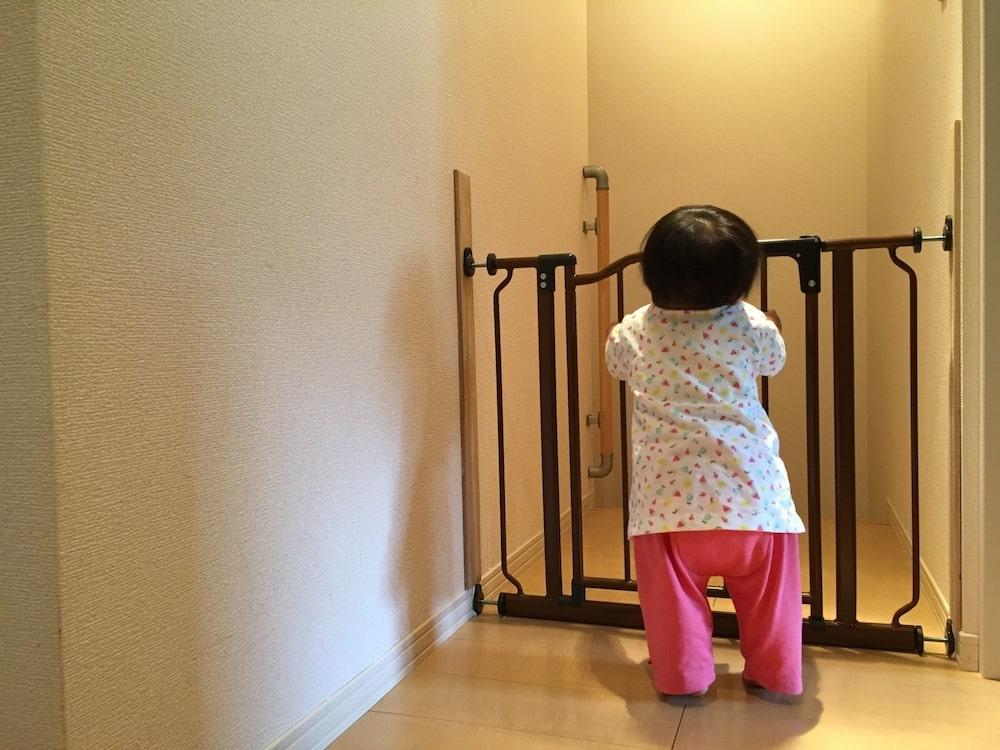 赤ちゃんを守るお部屋の柵やゲート