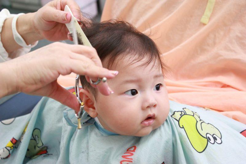 赤ちゃんのヘアカットを成功させるコツ