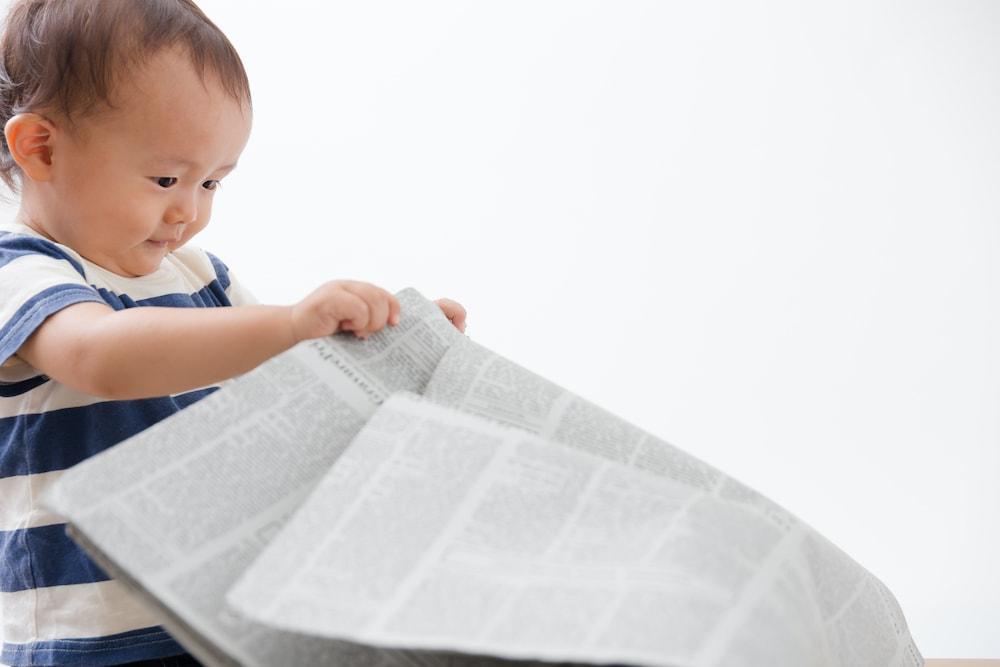 赤ちゃんとの新聞紙遊びのアイデア集