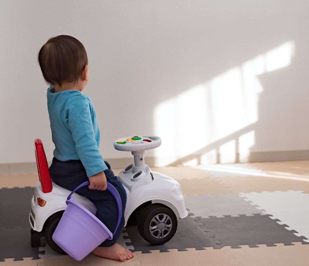 赤ちゃんが乗れるおもちゃの車とは