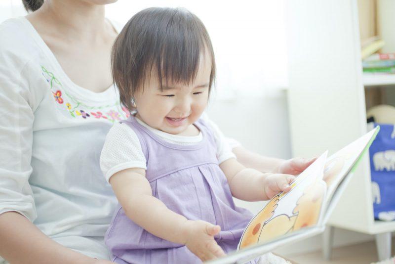 赤ちゃんに童話絵本を読む4つのメリット